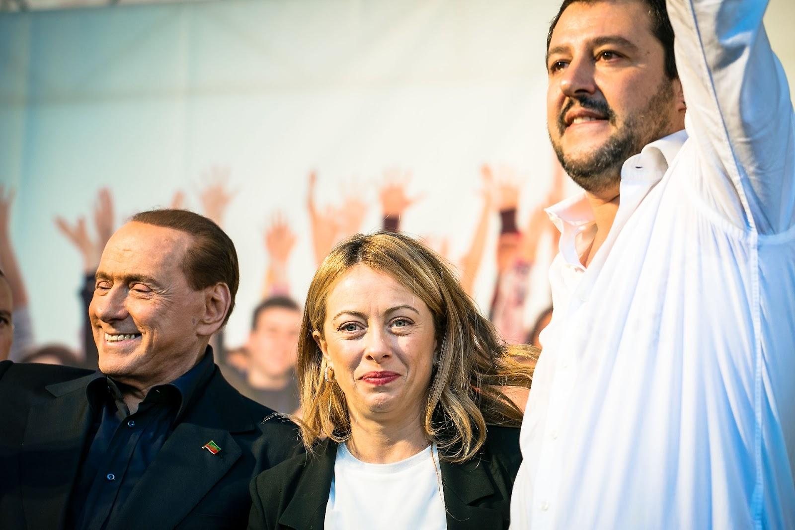 Meloni, Berlusconi e Salvini: il centrodestra dice sì al patto anti inciucio