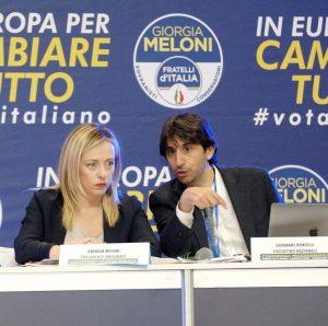 Giovanni Donzelli e Giorgia Meloni alla conferenza programmatica nazionale di Fratelli d'Italia a Torino nel 2019