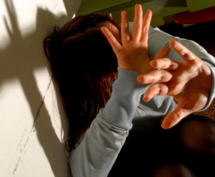 Prete pedofilo: dimezzata la condanna