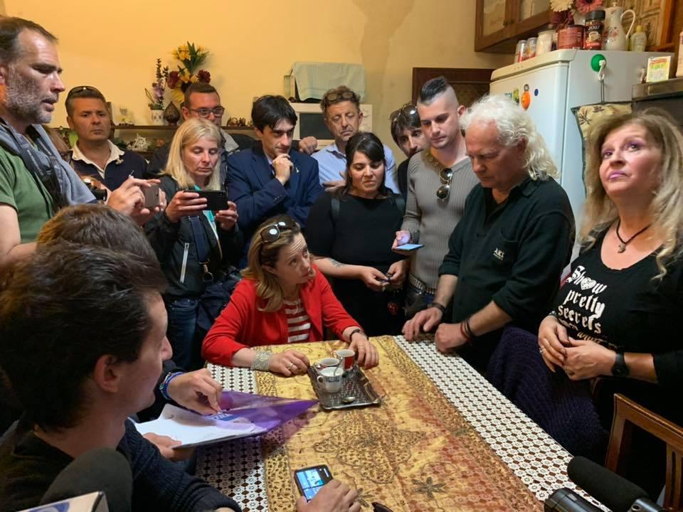 Meloni a Livorno nelle case con la muffa