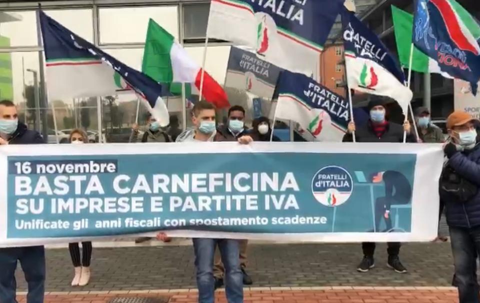 Agenzia delle Entrate: flash mob Fdi in tutta Italia | FOTO