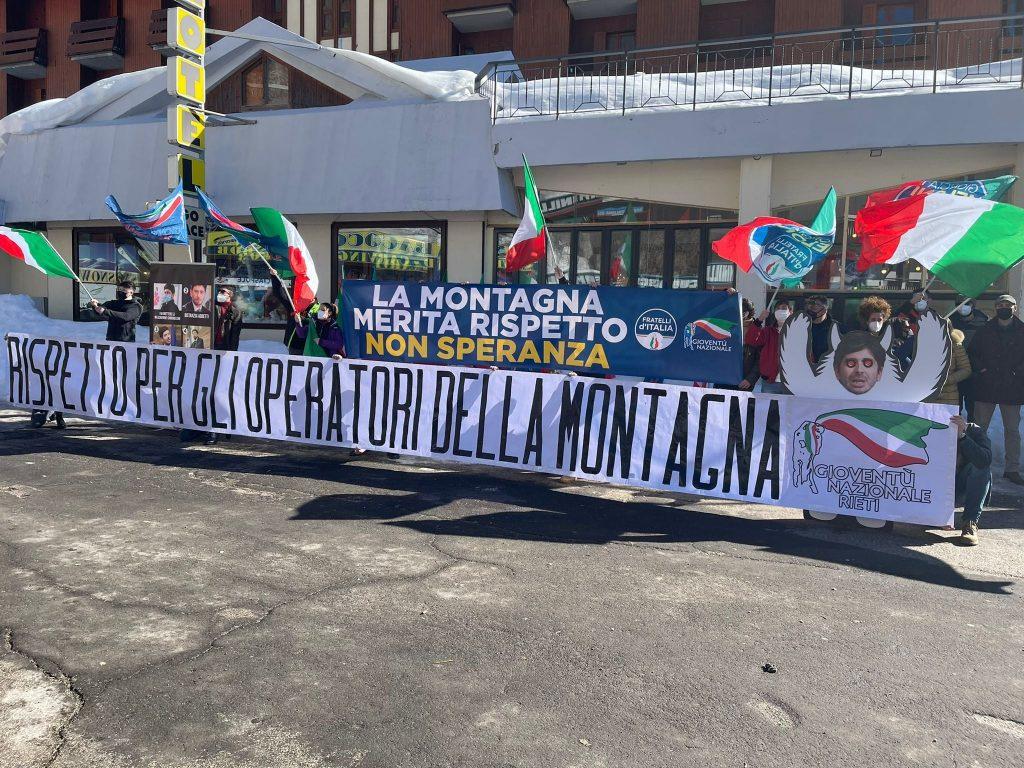 Montagna manifesta fratelli d'italia
